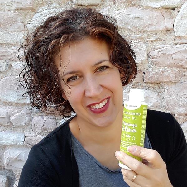 Il balsamo leave in moringa e lino de La saponaria è un balsamo senza  risciacquo che può essere usato anche per lo styling dei capelli ricci 4f21fa7200e1