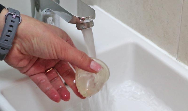 Lavaggio della coppetta mestruale